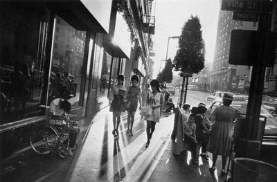 Winogrand_la_sidewalk
